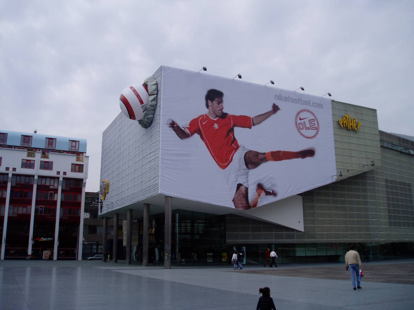 Combine print and inflatable Nike, 2D and 3D, sport, football, dynamic X-Treme Creations