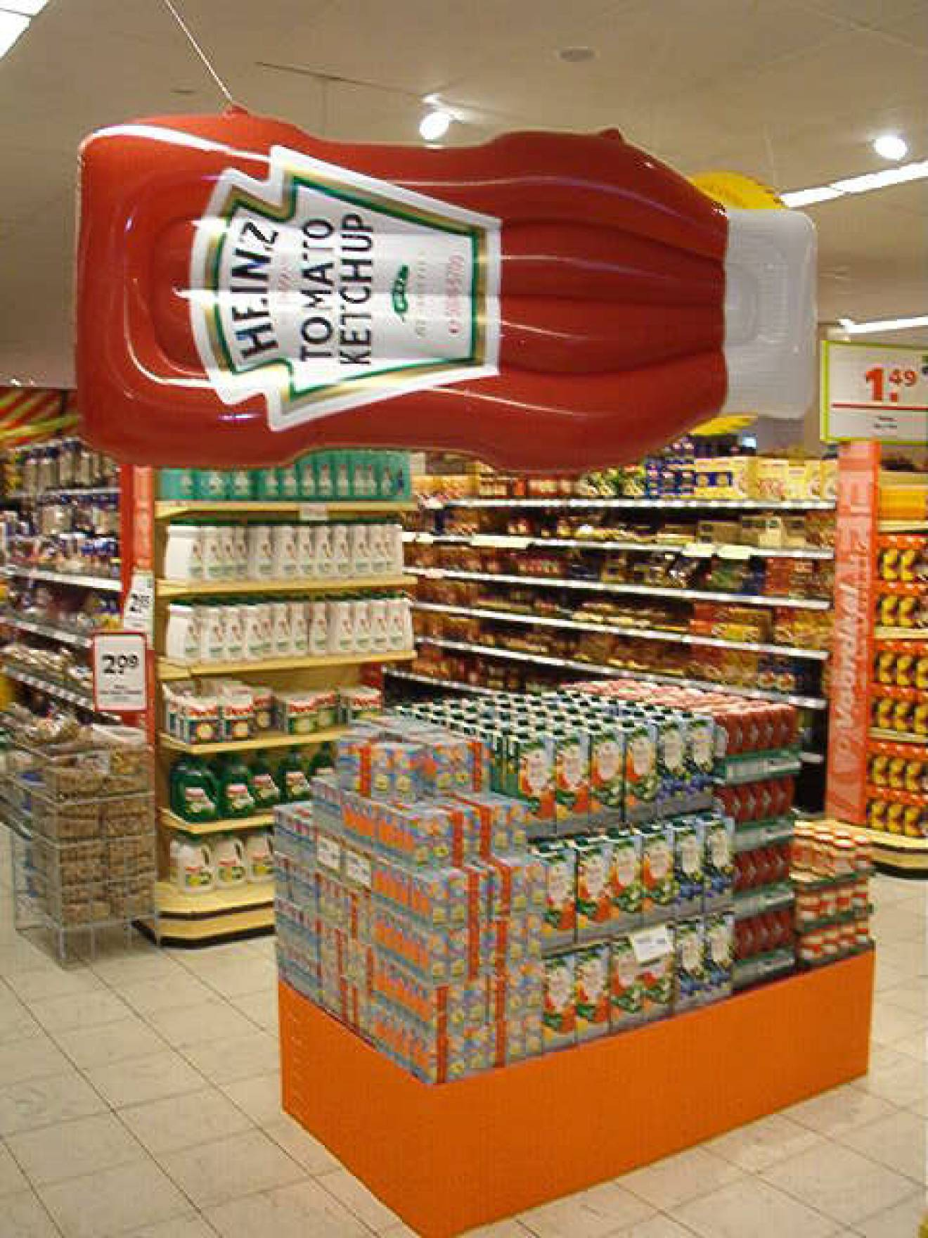 Miniature inflatable mattresses Ketchup, tomato heinz, supermarket stand, shop stand, store stand, booth X-Treme Creations