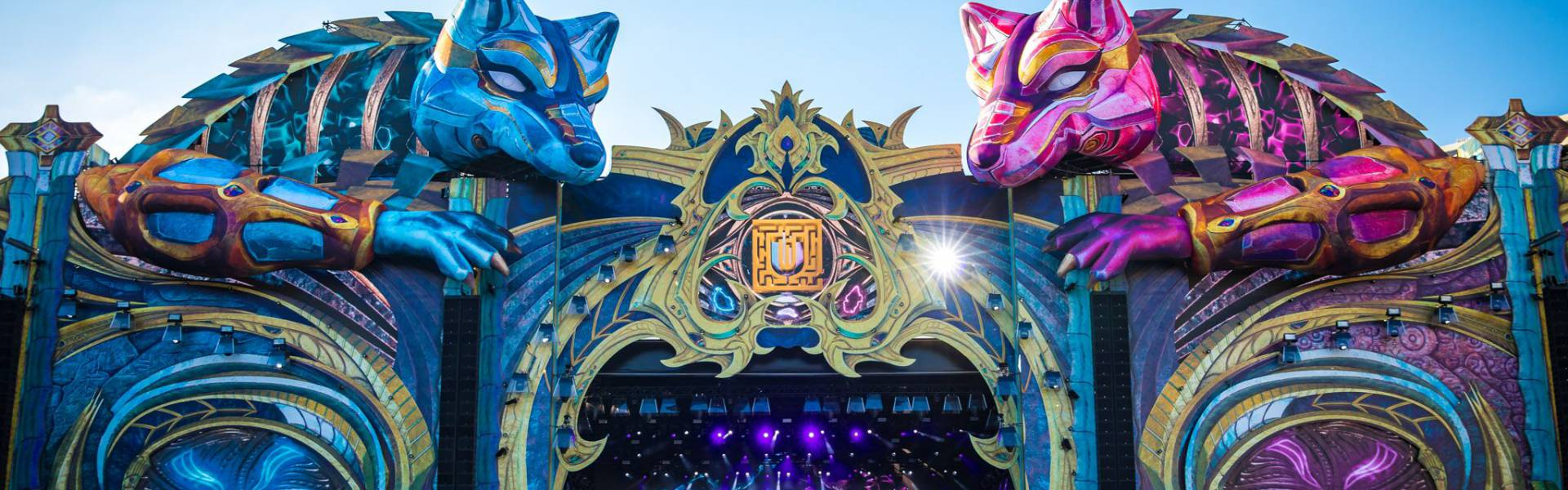 Large inflatable promotional material | X-Treme Creations 2 giant 3D wolves as stage decoration for Untold Festival UNTOLD Festival Leisure Expert Group / 250K X-Treme Creations
