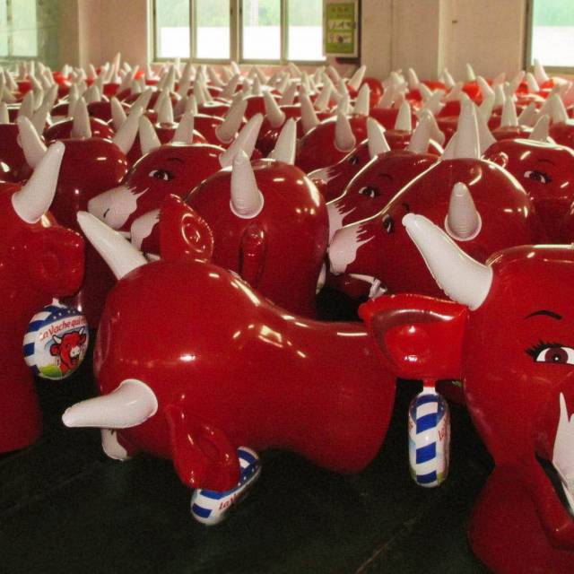 Miniature airtight inflatable mascots La vache qui rit X-Treme Creations