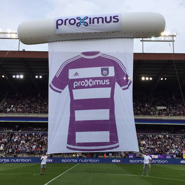 Giant inflatable heliumstructuren  Proximus, helium inflatable X-Treme Creations