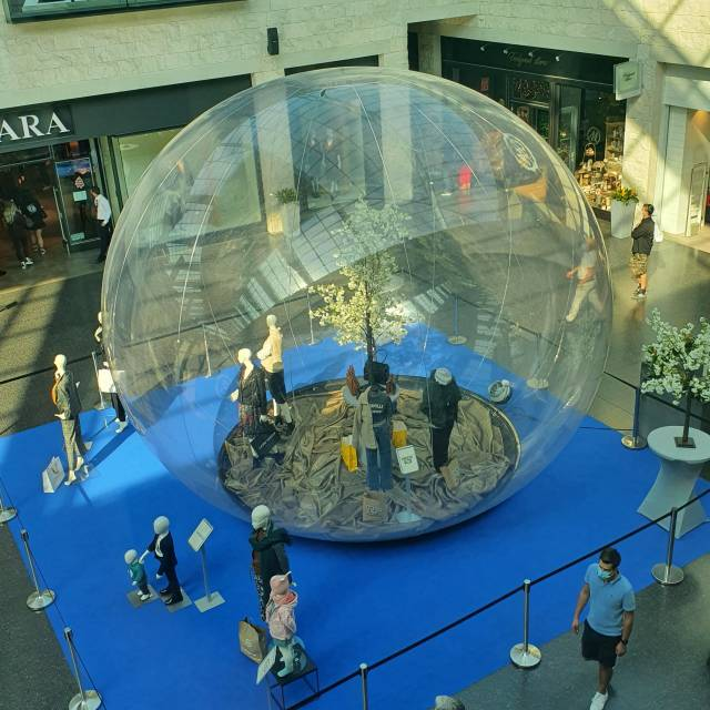 The transparent eyecatcher for your event! inflatable bubble with mannequins X-Treme Creations