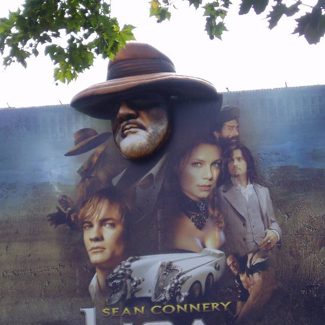 Giant inflatable face Sean Connery with large format banner Giant inflatables X-Treme Creations