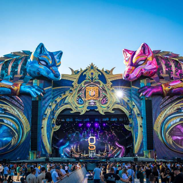 Wolves for UNTOLD Festival Giant inflatables Stage decoration Untold X-Treme Creations