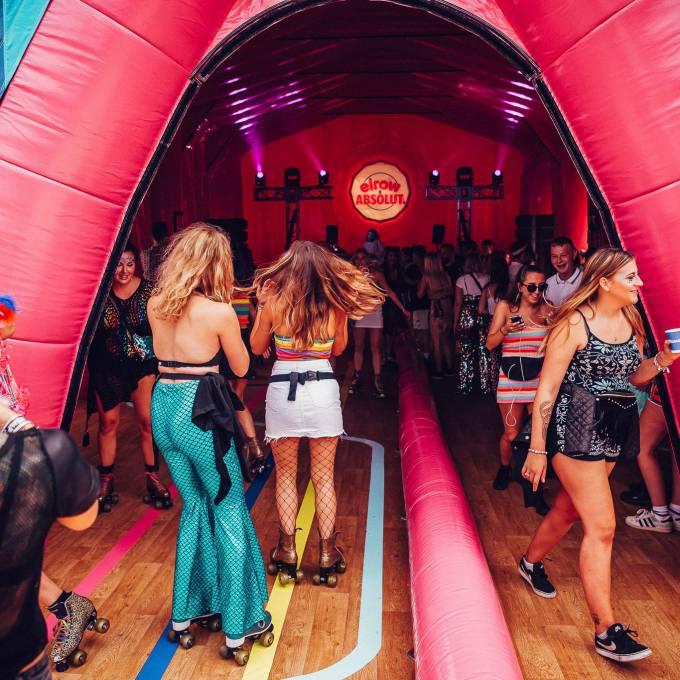 Groot opblaasbaar promotiemateriaal | X-Treme Creations Elrow Amsterdam feest binnen in de kathedraal Events  & Festivals  & Merkactivatie  &  Elrow Beanstalk for Absolut X-Treme Creations