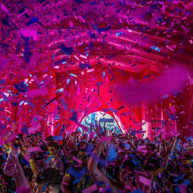 Gonflables géants comme matériel de promotion | X-Treme Creations La cathédrale Absolut à Elrow London Events  & Festivals  & La renommée de la marque  &  Elrow Beanstalk for Absolut X-Treme Creations