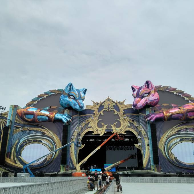 Large inflatable promotional material | X-Treme Creations 2 giant 3D wolves as stage decoration for Untold Festival Events  & Festivals  &  UNTOLD Festival Leisure Expert Group / 250K X-Treme Creations