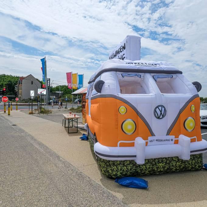 Groot opblaasbaar promotiemateriaal | X-Treme Creations Opblaasbare Volkswagen bus, volledig gebrand, verhuur  Events  & Festivals  & Kunst en design  &  X-Treme Creations