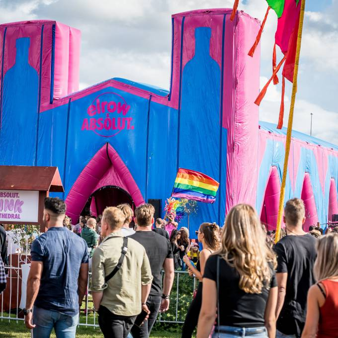 Gonflables géants comme matériel de promotion | X-Treme Creations Gigantesque cathédrale gonflable rose Absolut de 16m de long x 9m de large pendant le Elrow Amsterdam Events  & Festivals  & La renommée de la marque  &  Elrow Beanstalk for Absolut X-Treme Creations