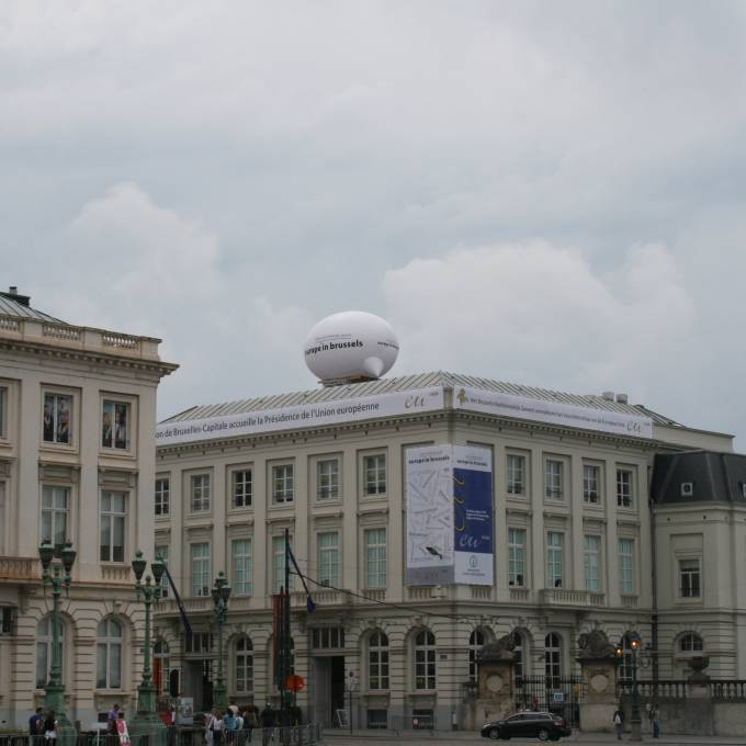 Large inflatable promotional material | X-Treme Creations Inflatable 8 meter text balloon on the roof of the classic BIP building on Place Royale in Brussels Events  & Festivals  & Art and Design  &  X-Treme Creations